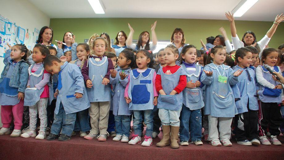 Llaman a cubrir cargos en jardines de infantes municipales for Azul naranja jardin de infantes