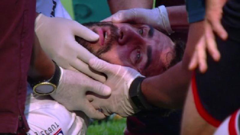Lucas Pratto salió en ambulancia tras rodillazo en la cabeza