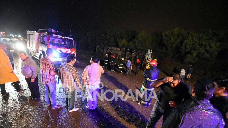Un colectivo volcó en la 34 y hay 7 víctimas fatales