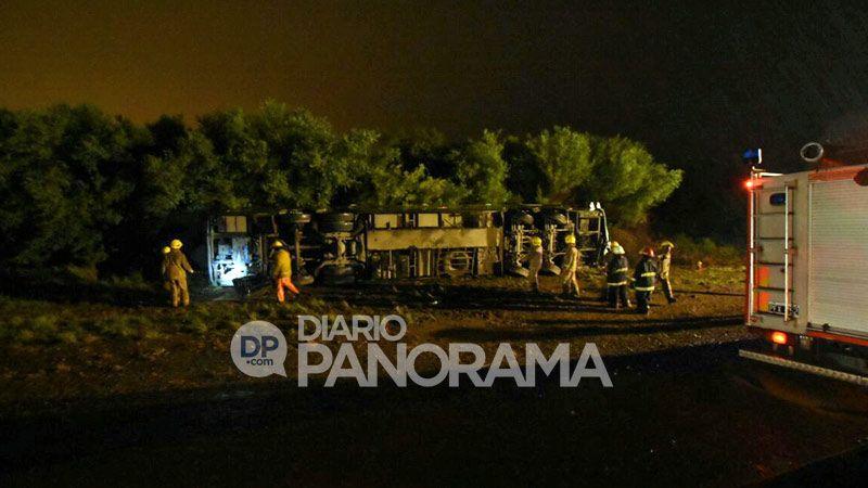 Cinco muertos al volcar un micro — Santiago del Estero