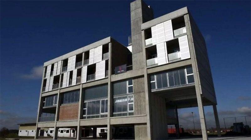 Marcelo Bielsa regaló un hotel de 2.5 millones de dólares