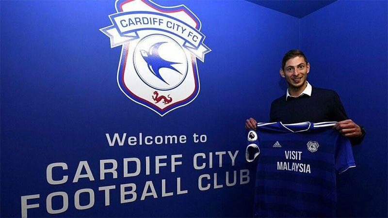 Emiliano Sala siendo presentado en el Cardiff