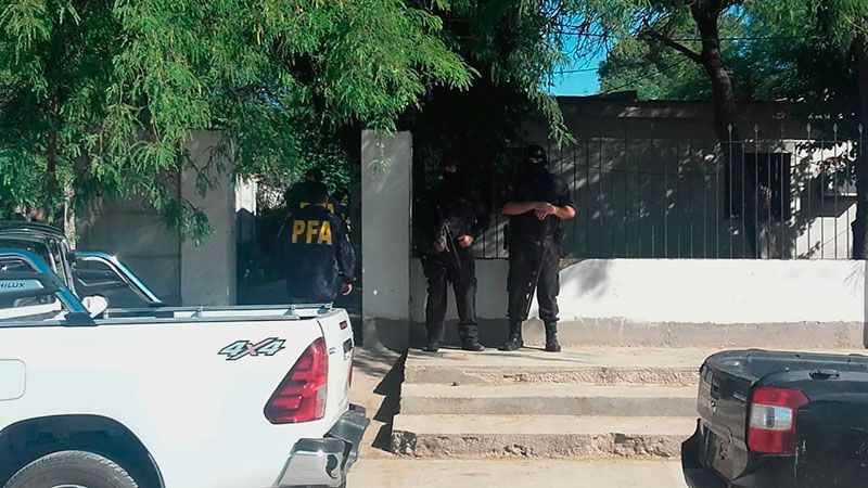 Policía Federal allana tres domicilios en el barrio Sarmiento