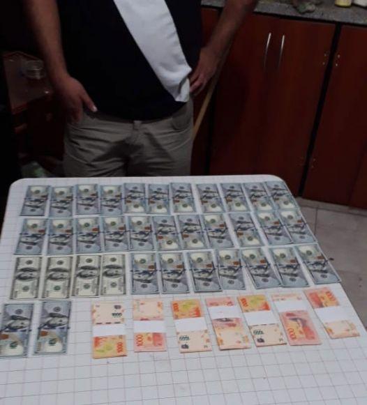 El dinero fue hallado dentro de una valija