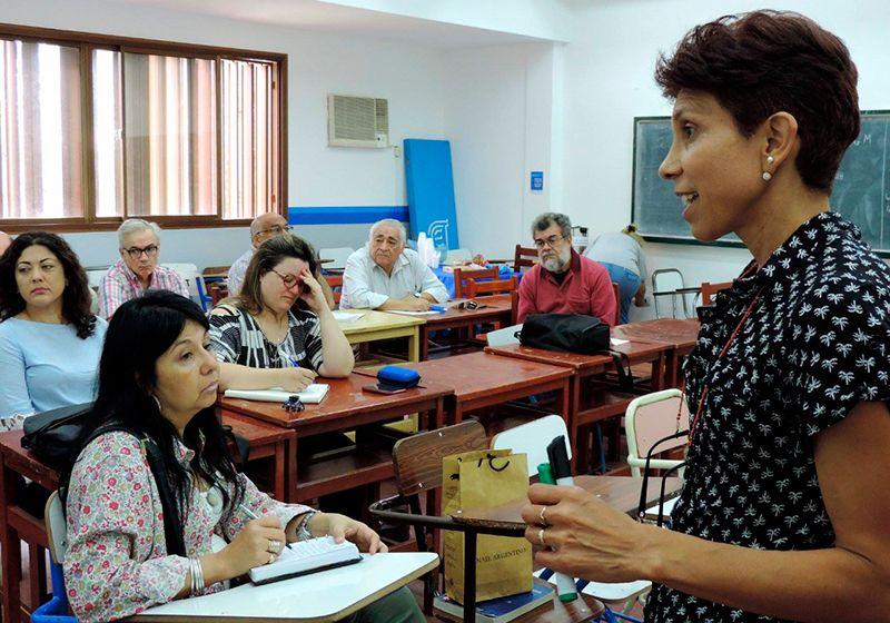 Miriam Ríos en su rol docente.