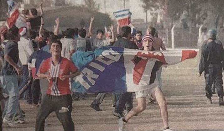 Hinchas de Union Santiago. Foto: El Liberal.