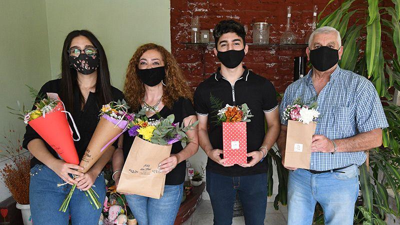 La familia de Florería Alba los espera