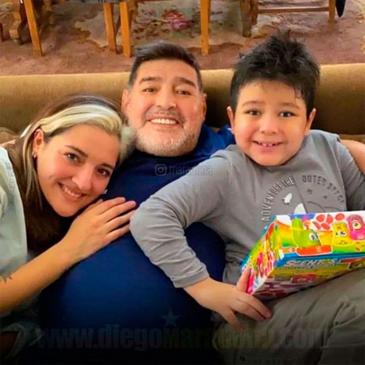 Diego Maradona con Dieguito Fernando y Jana