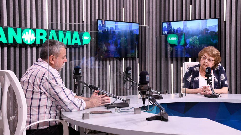 Silvia Sayago visitó los estudios de Radio Panorama.