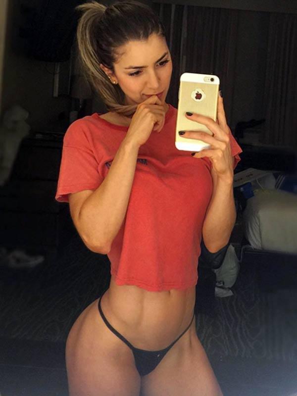 Colombiana de 40 anos masturbando su conjo y ojete rosado - 1 part 7